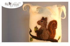 herbstliches Windlicht ... Holger das Eichhörnchen von filzfrieda ... handgefilzte fröhlichmacher! auf DaWanda.com