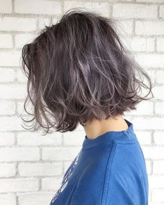19 Most Amazing Blue Black Hair Color Looks of 2019 - Style My Hairs Dark Brown Hair With Blonde Highlights, Silver Blonde, Short Hair Cuts, Short Hair Styles, Hair Color Balayage, Dream Hair, Trendy Hairstyles, Hair Trends, Hair Inspiration