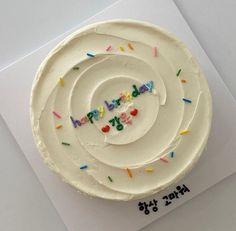 Pretty Birthday Cakes, Pretty Cakes, Simple Cake Designs, Simple Cakes, Pastel Cakes, Cute Desserts, Just Cakes, Mini Cakes, Cupcake Cakes