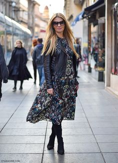 Ana Olivari, street style look midi dress from Zara, leather biker jacket and mid heel pointed boots, wear to work Floral Dress Outfits, Women's Fashion Dresses, Midi Dresses, Zara Dresses, Urban Fashion Women, Womens Fashion For Work, Street Style Looks, Street Style Women, Classic Style Women