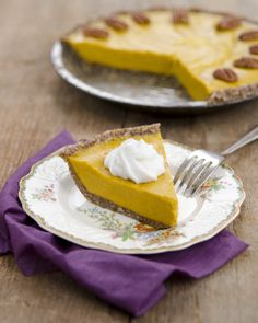 Here are a few vegan Thanksgiving pies to choose from for your dessert table. They are perfect to being to tday anywhere and even non-vegans will love them! Healthy Pumpkin Pies, Vegan Pumpkin Pie, Vegan Pie, Raw Vegan Recipes, Vitamix Recipes, Vegan Food, Eggless Desserts, Raw Desserts, Delicious Desserts