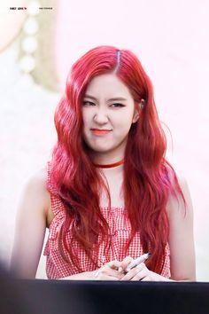South Korean Girls, Korean Girl Groups, Divas, Rose Park, Blackpink Photos, Cute Rose, 1 Rose, Kim Jisoo, Park Chaeyoung