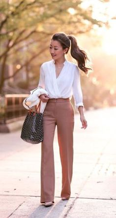 Classic in Camel // Wide leg pants for petites - Extra Petite : Fall business pr. Classic in Camel // Wide leg pants for petites - Extra Petite : Fall business professional outfit flare trousers_extra petite boston Trajes Business Casual, Fall Business Casual, Business Casual Interview, Business Professional Outfits, Classy Business Outfits, Professional Attire Women, Professional Wardrobe, Business Casual Dresses, Corporate Attire Women Young Professional