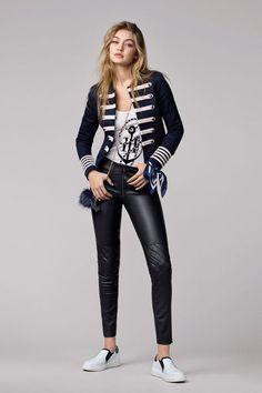32dd96335b First look: Gigi Hadid for Tommy Hilfiger Divattrendek, Dzseki, Divatruhák,  Nőies Divat