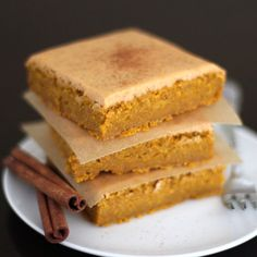 chockohlawtay: Maple Pumpkin Blondies with Pumpkin Pie Frosting low fat/sugar, high fiber, GF, vegan Healthy Desserts, Delicious Desserts, Dessert Recipes, Yummy Food, Dessert Ideas, Paleo Sweets, Healthy Dishes, Frosting Recipes, Healthy Treats