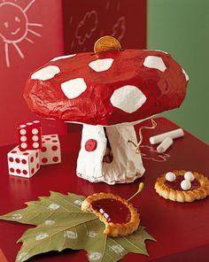 Une tirelire champignon en papier m�ch�