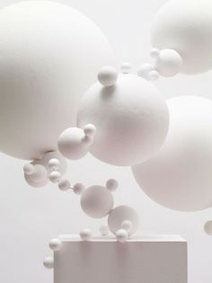 White art installation that was an inspiration for one of my designs when I first began thinking of suspended displays. Tara Donovan, Arte Yin Yang, Instalation Art, Shades Of White, White Art, Sculpture Art, Contemporary Art, Shapes, Pure Products