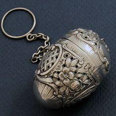 German 800 silver tea ball Z Vintage Tea, Vintage Silver, Antique Silver, Tea Strainer, Tea Infuser, Teapots And Cups, Teacups, Buy Tea, Tea Tins