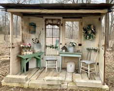 titel Nell Oa Zonder titel Nell Oa Zonder titel Nell Oa Recycled garden shed I love how open it is More Rustic Vintage Shabby Charm December 2 2018 ZsaZsa Bellagio L. Garden Shed Diy, Backyard Sheds, Garden Cottage, Backyard Landscaping, Easy Garden, Garden Whimsy, Garden Tools, Rustic Gardens, Outdoor Gardens