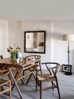House tour : A Brooklyn loft. All white dining room. And the white painted brick. Home Interior Design, Interior Decorating, Interior Inspiration, Design Inspiration, Living Spaces, Living Room, Kitchen On A Budget, Wishbone Chair, Interiores Design
