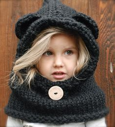 Knitted bear hood so cute! Andrea would like it so she could be a bear from brave.