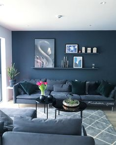 54 Trendy home living room decor wall Navy Living Rooms, Dark Blue Living Room, Accent Walls In Living Room, Living Room Paint, Living Room Colors, Living Room Sofa, Home Living Room, Interior Design Living Room, Living Room Designs