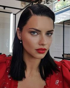 Try this fashion week glam look Adriana Lima is rocking. Makeup artist created this look using one of the NEW shades from the city edition collection in 'dancer. Adriana Lima, Beauty Makeup, Hair Beauty, Good For Her, The Blushed Nudes, Brazilian Models, Pretty Makeup, Woman Crush, Looking Gorgeous
