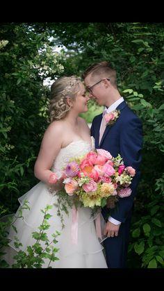 #weddingphotography #bride #2017bride #flowers #dahliamayflowerfarm #inspiredbythetreephotography #groom #instalove #pinitloveit @inspiredbythetreephotgraphy @amandamarielazarski