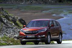 Παρεμβάσεις στη γεωμετρία και τις ρυθμίσεις των αναρτήσεων έχουν βελτιώσει την εικόνα του Honda CR-V στην άσφαλτο. Σε αμεσότητα και ακρίβεια έχει κερδίσει το σύστημα διεύθυνσης, κάνοντας το έργο του οδηγού πιο εύκολο και πιο... ευχάριστο http://auto.in.gr/presentations/article/?aid=1231405907 #honda #car #auto