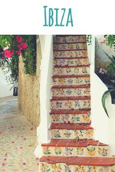 Blumen Treppe in Ibiza-Stadt (Eivissa) / Artikel im Reiseblog: Ibiza - Strand, Chillen & Hippiemarkt
