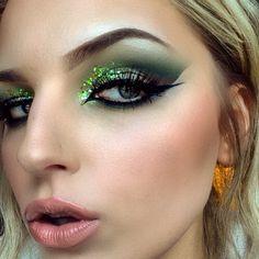 My poison ivy arabic eye look using the garden of Eden sleek palette.