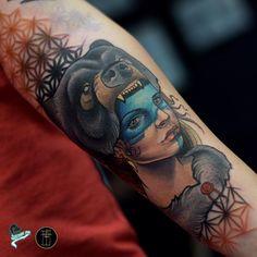 Tatuagem em Neo Tradicional criada por Neto Lobo.  Urso e mulher.  #tattoo #tatuagem #art #arte #neotraditional #neotradicional #colorida