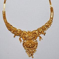 Gold Earrings Designs, Gold Jewellery Design, Necklace Designs, Gold Jewelry, Jewelery, Pearl And Diamond Necklace, Gold Necklace, Gold Choker, Necklace Set