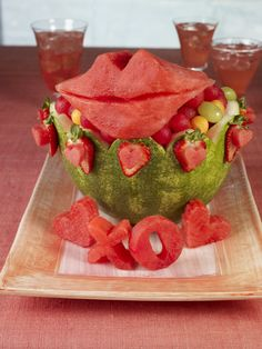 How to carve a Watermelon Lips and Love Basket for a healthy #ValentinesDay #DIY.