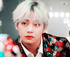 Animated gif uploaded by 金偶像 ༺𝐺𝑜𝑙𝑑𝑒𝑛 𝐼𝑑𝑜𝑙༻. Find images and videos about gif, bts and v on We Heart It - the app to get lost in what you love. Bts V Gif, Do Don T, Bts Concept Photo, Bts Maknae Line, Boy Gif, Gifs, Kim Taehyung, Most Handsome Men, Bts Video
