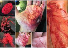 mit rotem Garn Venen und Blut auf der Hand imitieren