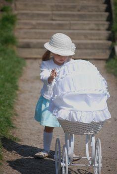Retro style/ doll's stroller/ #ilgufo #calzedonia #modamini  stroller- www.moda-mini.pl more http://www.lenkowomi.com/