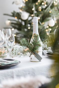 BLOG: mariannedebourg.no / Instagram: @mariannedebourg Christmas Decorations, Table Decorations, Hostess Gifts, Table Settings, Blog, Instagram, Decorating Ideas, Bottle, Home Decor