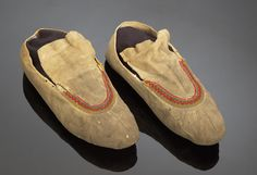 GREAT LAKES/ EASTERN WOODLANDS MOCCASINS,  Price Realized: $431.25  Auction: 2004, American Indian Art Auction / Sept 18-19  American Indian Art > .Great Lakes and Northeast > Clothing & Footwear