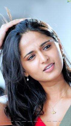 Anushka Shetty Biography, Age, Net Worth, Husband Name and Family Details South Indian Actress Photo, Indian Actress Photos, Indian Bollywood Actress, Bollywood Actress Hot Photos, Beautiful Bollywood Actress, Most Beautiful Indian Actress, Beautiful Actresses, Cute Beauty, Beauty Full Girl