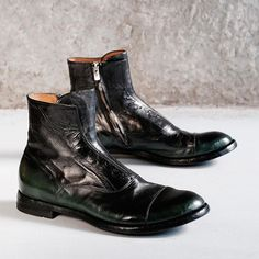Continuing with our Officine Creative week, these signature laceless men's boots, in the Anatomia last, are something to behold.  Hand crafted in Italy from washed and brushed horse hide, they are the last word in artisanal luxury.  Look closely and you'll see the perfectly executed two-tone effect, which is hand dip-dyed.  A beautiful transition from emerald green to nero.  Only at 124.  #124shoes #officinecreative #officinecreativefor124 #for124 #mensboots #italianboots #laceless…