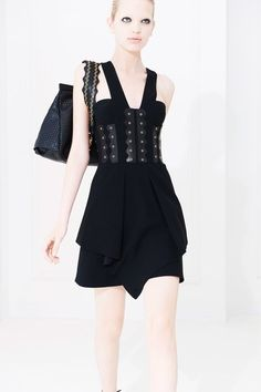 See the complete Versace Resort 2012 collection.