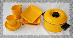 Finnish design Sarvis plastic dishes from the 50's