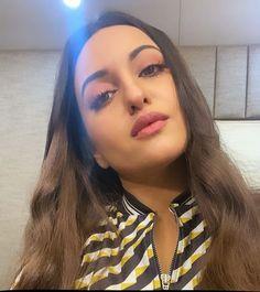 Bollywood Saree, Bollywood Fashion, Sonakshi Sinha Saree, Anamika Khanna, Dia Mirza, Kareena Kapoor Khan, Bollywood Actress Hot Photos, Madhuri Dixit, Jacqueline Fernandez