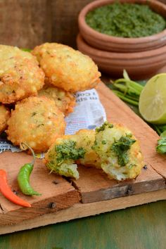 Sabudana Vada often known as Sago Vada is a deep fried Maharashtrian appetizer which makes for a very good evening snack or breakfast. Indian Appetizers, Indian Snacks, Indian Food Recipes, Evening Snacks Indian, Farali Recipes, Sabudana Vada, Tandoori Masala, Snack Recipes, Cooking Recipes