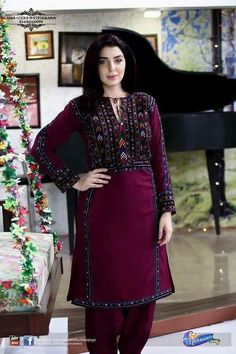 Stylish Dresses For Girls, Stylish Dress Designs, Dress Neck Designs, Designs For Dresses, Simple Dresses, Simple Pakistani Dresses, Pakistani Fashion Casual, Pakistani Wedding Outfits, Pakistani Dress Design