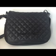 Black Steve Madden purse Beautiful brand new black Steve Madden bag. Long adjustable strap so it can also be worn as a crossbody. Zipper detailing along side and bottom. The pics don't do this bag any justice. Snatch this one up. You will not regret it! Steve Madden Bags Shoulder Bags