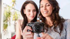 Fotografieren lernen: Mit cleveren Tricks werden Sie vom Schnappschuss-Knipser zum guten Fotografen. COMPUTER BILD zeigt 100 Foto-Tipps. Photography Tips For Beginners, Photography Tutorials, Diy Photo, Photo Tips, Love Pictures, Cool Photos, Aperture And Shutter Speed, Take Better Photos, Photo Tutorial