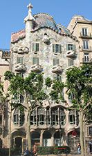 Between 1898 and 1906 three adjacent houses in one block on the fashionable boulevard 'Passeig de Gracia' were built by some of the most important modernist architects: Casa Amatller (designed by Puig i Cadafalch), Casa Lléo Morera (designed by Domènech i Montaner) and Gaudí's Casa Batlló.  Casa Batllo or the dragon house is the most organic home I have every been in.   The garden and the rooftop, complete with dragon shouldn't be missed.