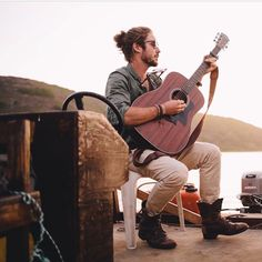 Jeremy loops- a South African, man bunned, music loving, ocean soaked soul with great shoes.