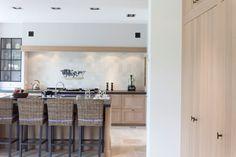 Keuken met meubelgrepen in verouderd ijzer
