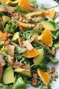 """Lekka, prosta i kolorowa sałatka z pomarańczą, awokado i orzechami. Sałatka pod roboczą nazwą """"czyszczenie lodówki"""" ;) Dużo witamin i zd... Healthy Recepies, Raw Food Recipes, Asian Recipes, Diet Recipes, Cooking Recipes, Ensalada Thai, Best Party Food, Sprout Recipes, My Favorite Food"""