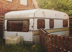 #wohnwagen #caravan #old #moody #photo #photography #videography #filmlook #iamlegend #verlassen #lost #nikon #nikonphotography #nikonlove #nikongirl #russian #russianphotographer #instalove #instamood
