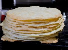 Chilean Thousand Layers Cake is the most traditional cake in Chile, layers of thin crispy dough almost cookie like and dulce de leche. Chilean Desserts, Chilean Recipes, Chilean Food, Thousand Layer Cake, Cake Recipes, Dessert Recipes, Traditional Cakes, Cake Fillings, Kuchen