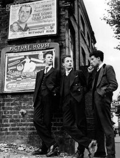 teddy boys: these guys were a british subculture that reinvented the look of the dandy from the edwardian period. Then this carried over to the US and was big with the rock and roll movement Teddy Boys, Teddy Girl, Vintage London, Old London, Vintage Men, South London, Photos Du, Old Photos, Vintage Photos