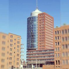 In der Hafencity gibt es eine gute Mischung aus historischen Backsteinhäusern und moderner Architektur. #Deutschland #Germany #Hamburg #speicherstadt #Hafenstadt #reisen #Urlaub #reiseblogger #travel #reiseblog #travelblog #travelblogger
