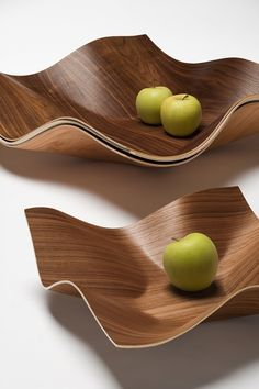 Tuisku bowl is made of walnut plywood. Designed by Petri Vainio. Wooden Furniture, Furniture Design, Modern Fruit Bowl, Plywood Design, Fruit Holder, Home Interior Accessories, Cool Tables, Bowl Designs, Wood Cutting Boards