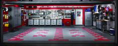 Vous trouvez votre garage moche ?  Regardez un peu ça et inspirez vous en !!  Façon #formule1 #course #schumacher http://magazineluxe.com/?p=4047