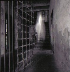 Lavinia Fisher and the Old Charleston Jail - America's Most Haunted Real Ghost Photos, Ghost Images, Ghost Pictures, Eye Pictures, Horror Pictures, Spooky Places, Haunted Places, Haunted Houses, Haunted Dolls