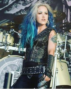 Alissa White Gluz is hotter than Taylor Swift. Comment below what you think Female Guitarist, Female Singers, Hard Rock Music, Alissa White, Women Of Rock, Arch Enemy, How To Make Sandwich, Metal Girl, Gothic Girls